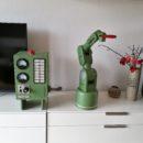 ゼロ戦カラーの3D印刷可能なロボットアームがヴィンテージスタイルで男心を擽る