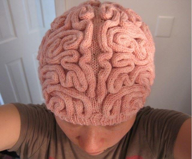 脳をモチーフにしたニット帽子