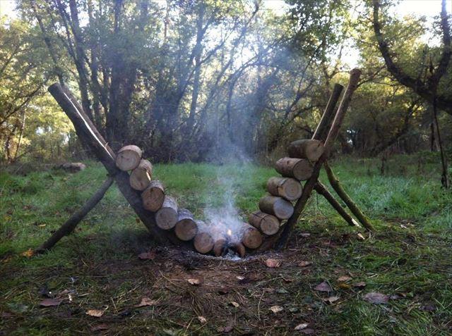 焚き火が長時間燃える薪の組み方