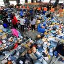 中国の宅配便集配センターがカオス過ぎて荷物の悲鳴が聞こえる【衝撃画像】