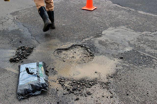 道路を修復するポートランド・アナキスト・ロード・ケア