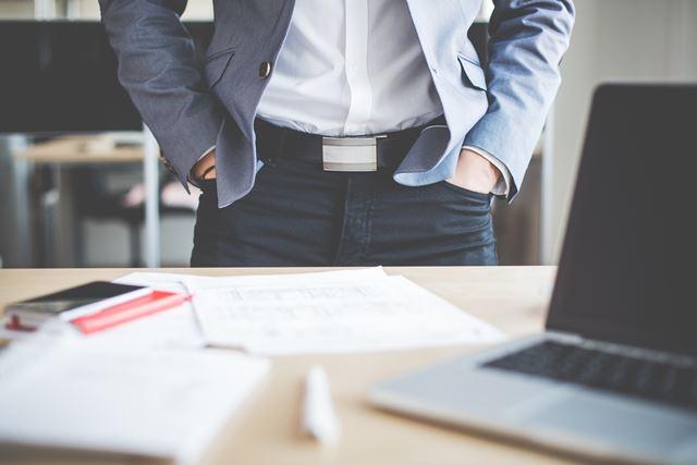 スーツのシャツは襟の形でネクタイと組み合わせるのが本来の様式