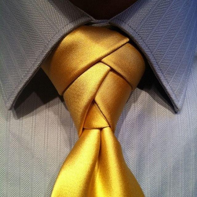 お洒落なネクタイの結び方 エルドリッジノット ゴールド