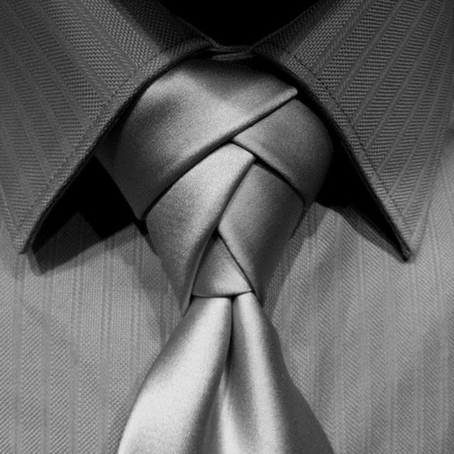 お洒落なネクタイの結び方 エルドリッジノット シルバー