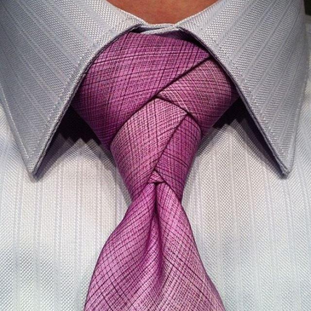 お洒落なネクタイの結び方 エルドリッジノット ピンク
