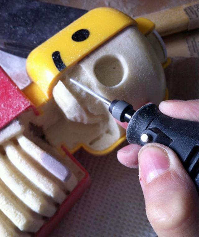 レゴのジャンボフィグの内部を削る レゴの解剖学/Lego anatomy