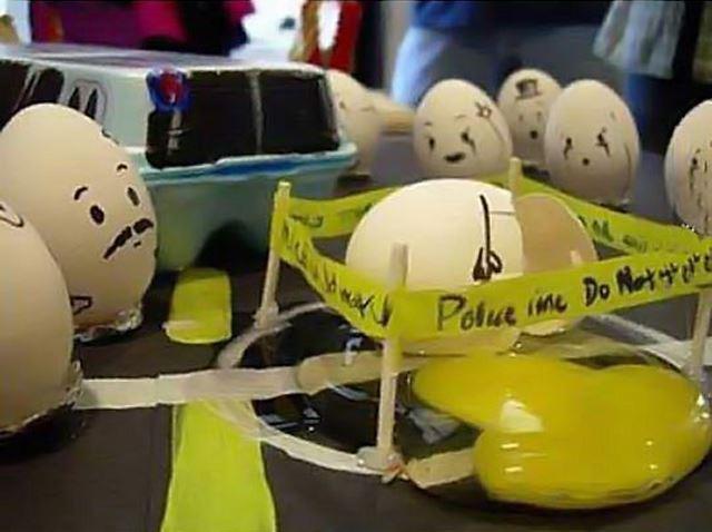割れた卵の事故現場 卵アート【エッグアート画像】