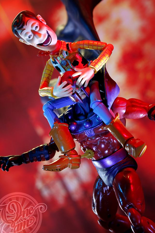 変態 ウッディ フィギュアの面白いネタ画像 カウボーイブーツで攻撃【リボルテック】