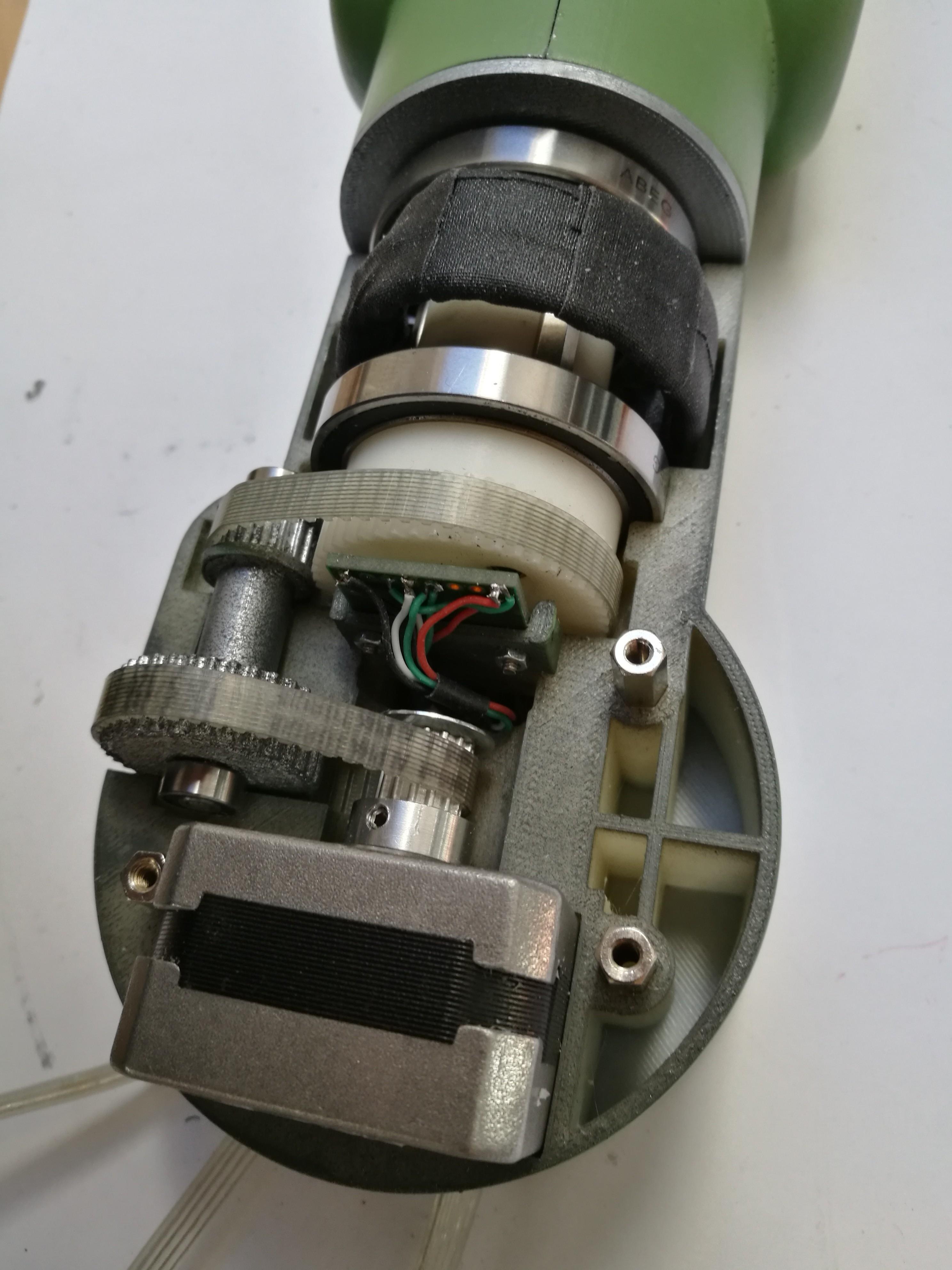 ゼロ戦カラーの3D印刷可能なロボットアーム
