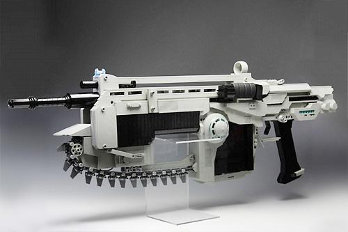 チェンソー レゴで作られた銃 ギアーズオブウォーのランサーアサルトライフルを再現