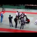 ロシアの格闘技の試合でブチ切れる審判が強すぎ