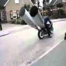 暴走族顔負けの改造バイク