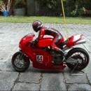 Ducati 999のライダーこっち見んな